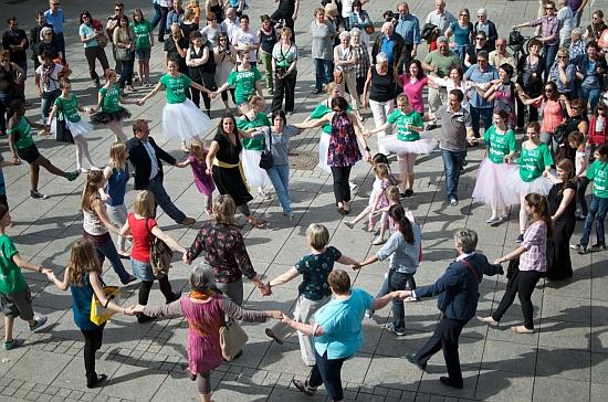greek dance flash mob – ulm münsterplatz